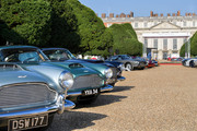Aston_Martin_DB4s_in_front_of_the_Palace