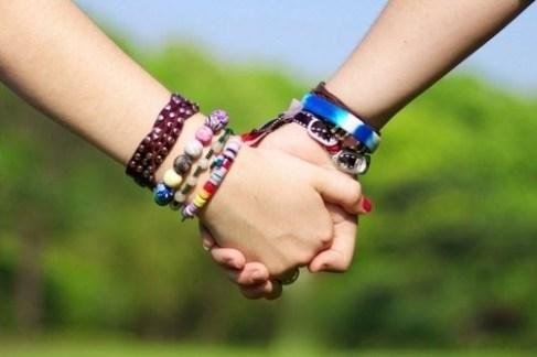 Hình ảnh nắm tay lãng mạn hạnh phúc đẹp đi khắp thế gian