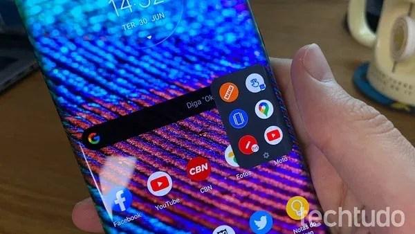 Dock com atalho para aplicativos na lateral do Motorola Edge Plus — Foto: Thássius Veloso/TechTudo