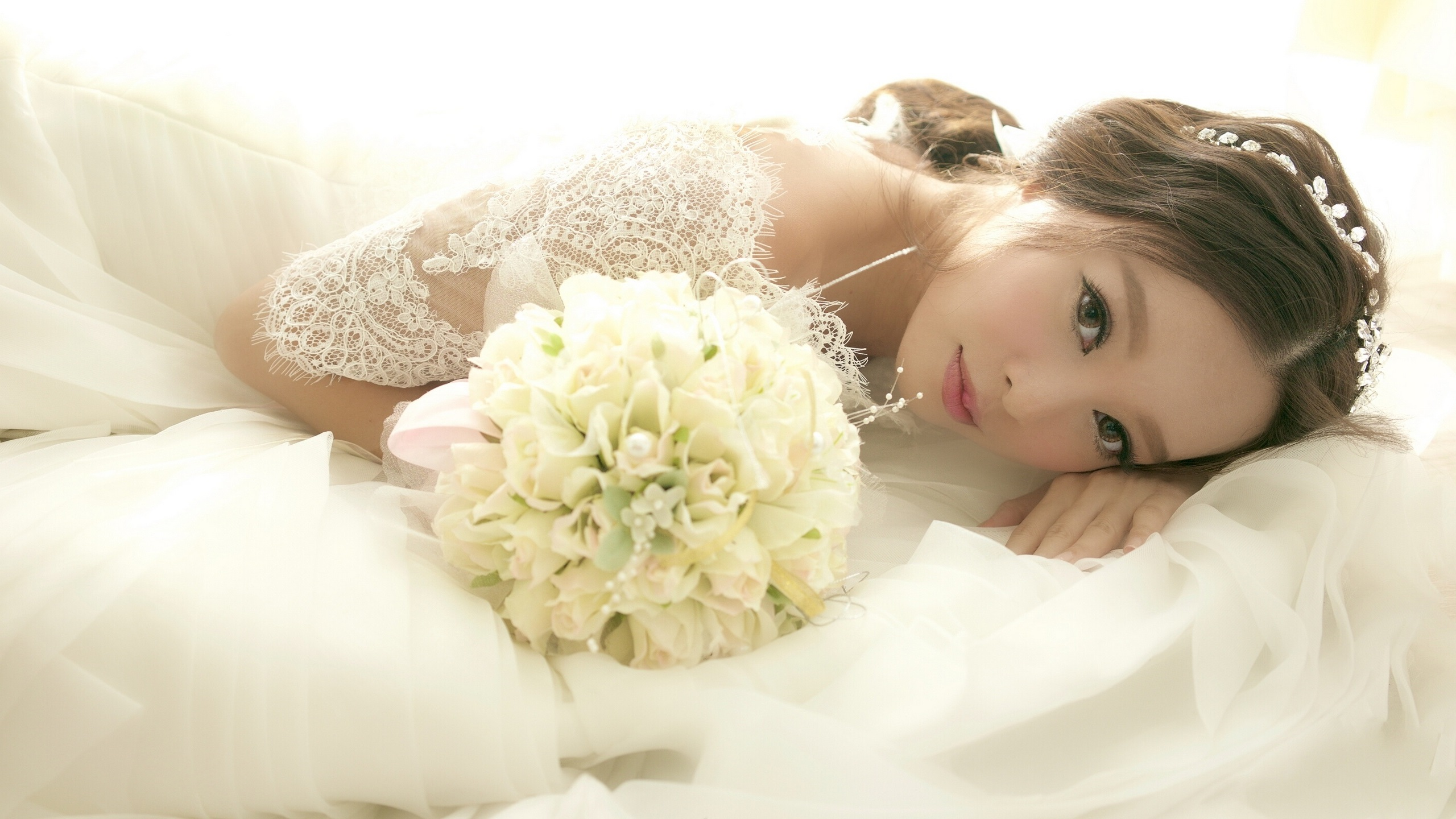 Cute Girly Wallpapers For Iphone 5s Wallpaper Asian Girl Bride Wedding Flowers 2560x1440