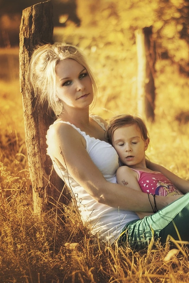 Cute Iphone 5c Wallpapers Wallpaper Mother And Daughter Grass Sunshine Summer