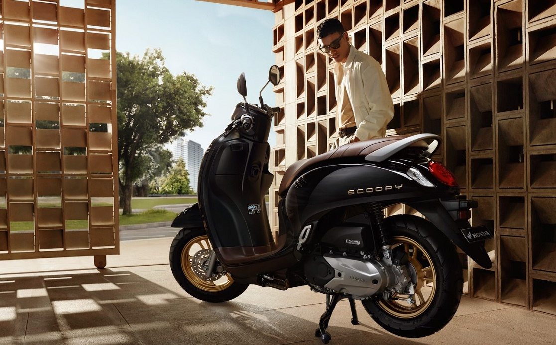 Checkout beat 2021 price list below to see the otr prices and promos available. Honda Scoopy 2021 Terbaru Indonesia Makin Ganteng, Harga? | BukaReview