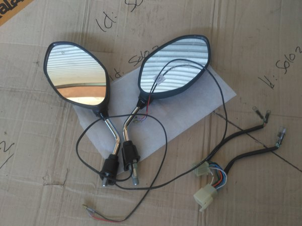 BEKAS normal seperti baru Turn Mirror Lamp   Sein Led Honda New Beat Fi Esp Sporty & Beat Pop Original Ahm spion menyala lampu reting led di spion asesoris led motor hearness harnes ori socket honda brg LAIN: www. bukalapak .com/solo2 (tanpa spasi)