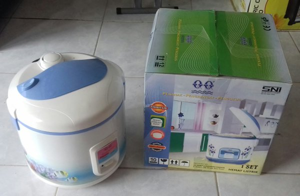 Rice Cooker QQ National M 828 1.8L