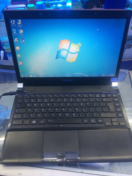 Laptop Toshiba Portege R700 Core i3 Ram 2GB Hdd 200GB