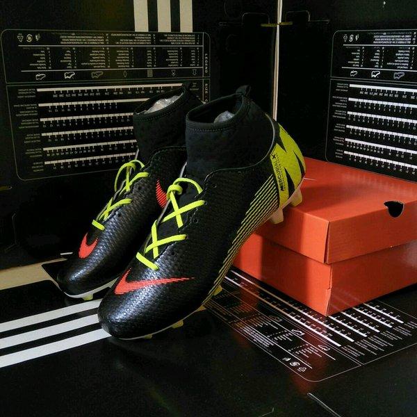 Sepatu Bola Nike Mercurial boots superfly terlaris terbaik termurah berkualitas baik