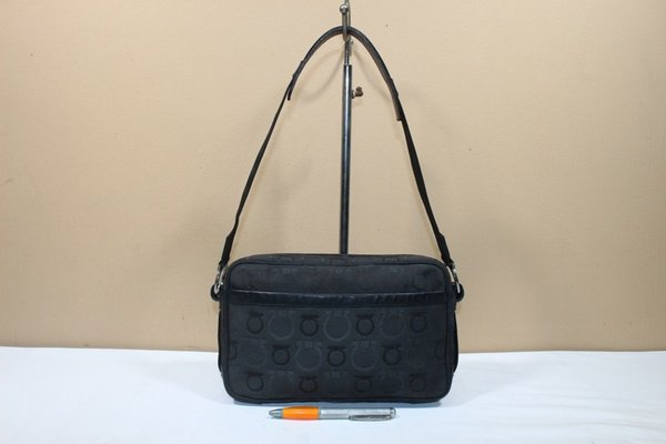 Tas branded SALVATORE FERRAGAMO SF124 Black signature second original