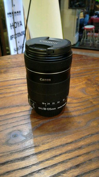 second lensa canon efs 18 135mm f3.5 5.6 is good condition gudang kamera jakarta