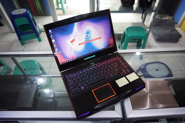 Dell Alienware M14xR1 14 HD Core i7-2670QM Nvidia Geforce GT 555M Laptop Gaming bkn ROG MSI Razer