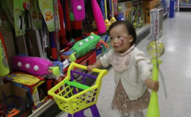 Baby Girl With Shopping Cart Video Dailymotion