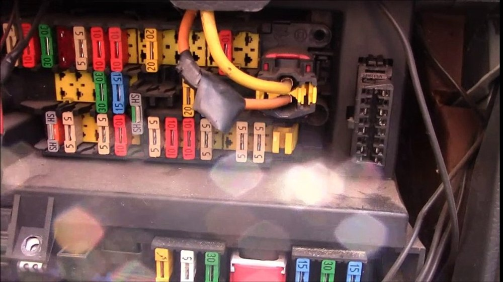 medium resolution of fuse in fuse box glows wiring diagram query citreon berlingo fuses fuse box and relay locations