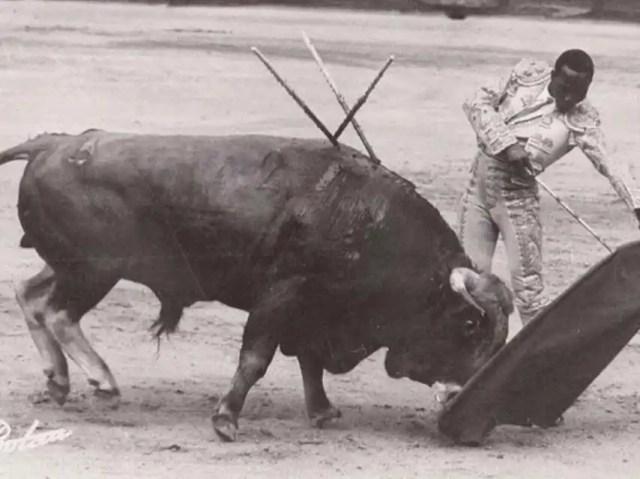 Aurora tuvo un romance con el torero mozambiqueño Ricardo Chibanga