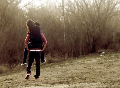 https://i0.wp.com/s2.favim.com/orig/33/boy-couple-cute-girl-piggy-back-Favim.com-266440.jpg