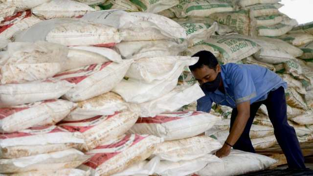 Sacks of confiscated Ammonium Nitrate at the customs office of Ngurah Rai airport. AFP