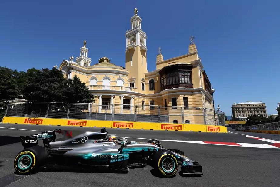 Hamilton anota 66ª pole na carreira e supera marca de Senna, no Azerbaijão