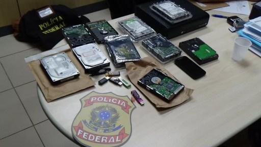 Materiais de informática foram apreendidos pela Polícia Federal em operação de combate à pornografia infantil em 5 cidades do RN (Foto: PF/Divulgação)