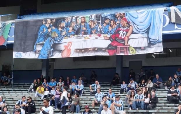 ronaldinho judas faixa grêmio olímpico flamengo (Foto: Lucas Rizzatti/Globoesporte.com)