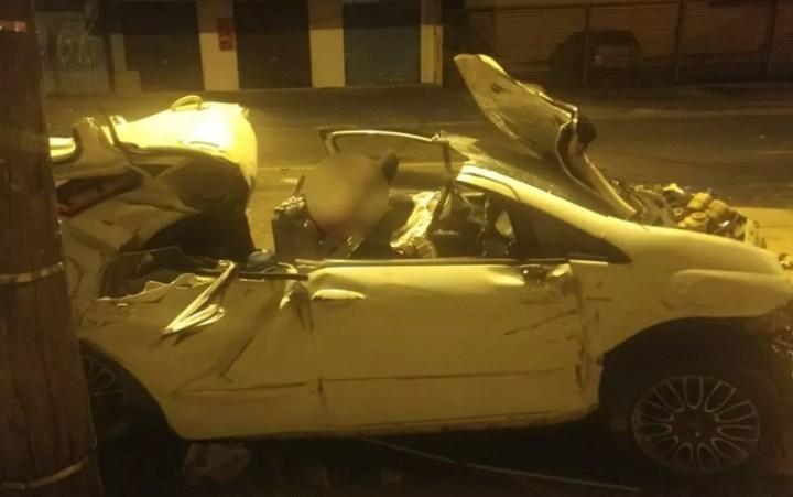 Motorista morre após bater carro contra ponto de ônibus — Foto: Polícia Civil/Divulgação