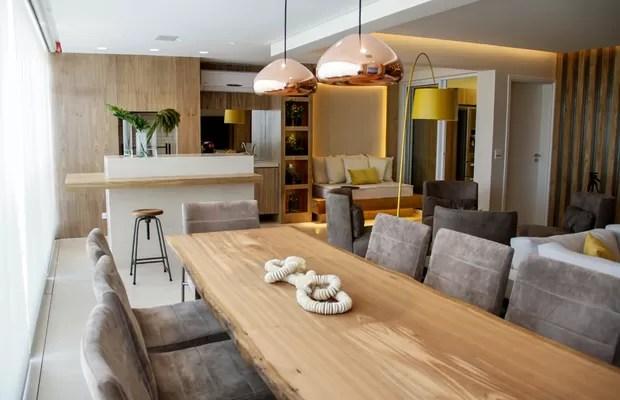 Ap ganha mais espao com sala e varanda integrados  Casa