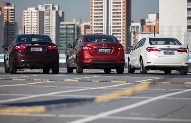 Comparativo de sedãs médios: Corolla, Sentra e Cruze (Foto: Marcelo Brandt / G1)