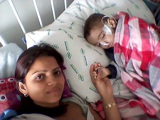 'Está difícil mantê-lo vivo', diz mãe (Foto: Avelita Barbosa da Silva/Arquivo pessoal)