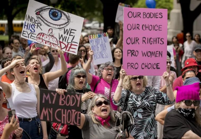 Protestos pró-aborto em Austin, no Texas, nesta terça-feira (21). — Foto: Jay Janner/Austin American-Statesman via AP
