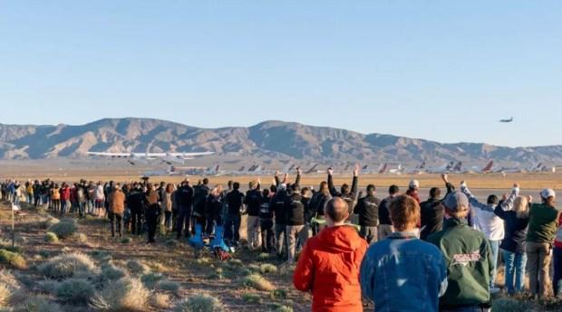 Stratolaunch voa pela primeira vez em Mojave, na Califórnia (EUA). — Foto: Stratolaunch / Divulgação