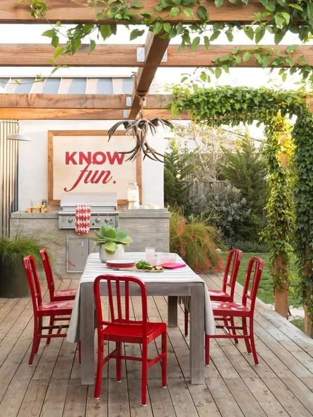 Dcor do dia detalhes vermelhos no quintal  Casa Vogue
