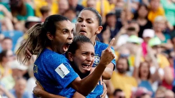 Marta comemora gol do Brasil sobre a Austrália