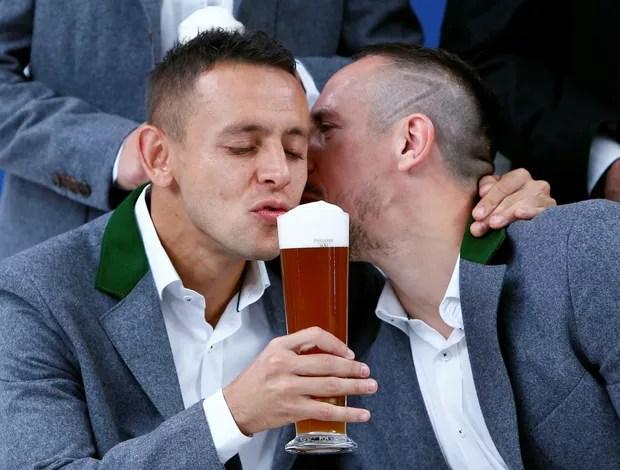 Rafinha Bayern de Munique ensaio cerveja