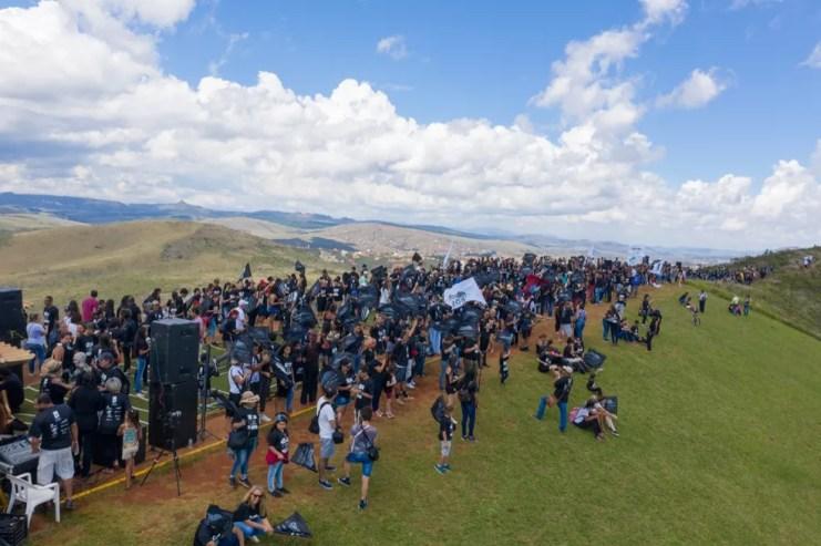 Manifestação em Brumadinho reuniu cerca de 3 mil pessoas neste domingo (21). — Foto: Moisés Silva/Divulgação/Abrace a Serra da Moeda