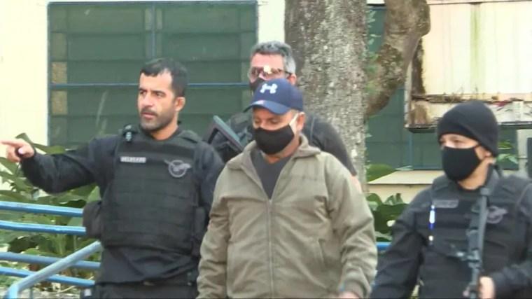 Fabrício Queiroz chega ao IML  — Foto: TV Globo