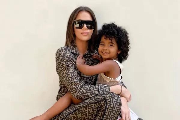 Khloé Kardashian and daughter True (Photo: Reproduction/Instagram)