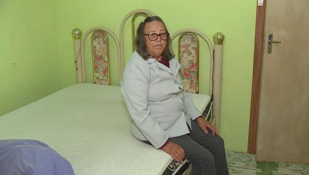 Dona Hilda conseguiu reaver na Justiça o dinheiro que gastou em um contrato de empréstimo embutido em uma compra de colchão — Foto: Reprodução/RBS TV