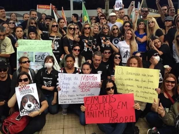 Grupo se reúne para protestar (Foto: Jéssica Pereira/ Arquivo Pessoal)