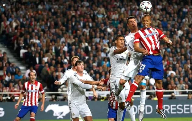 Miranda e Cristiano Ronaldo Real Madrid e Atlético de Madrid (Foto: Agência Reuters)
