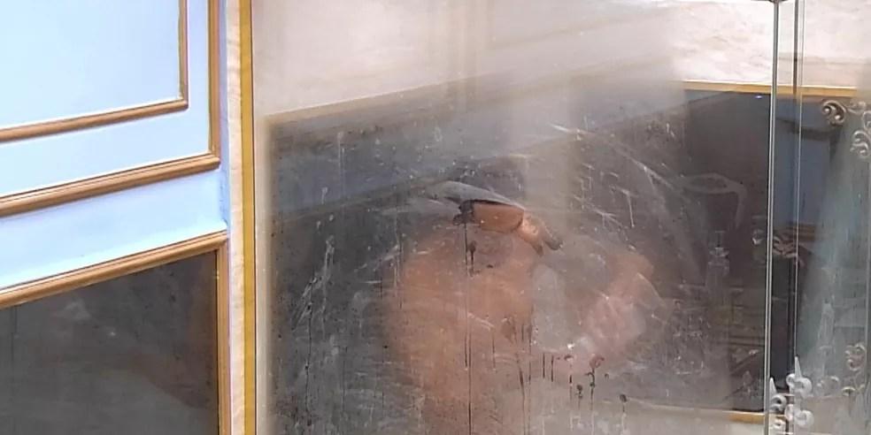 Rodolffo toma banho no BBB21 e surpreende confinados  — Foto: Globo