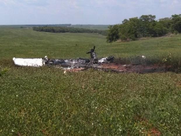Aeronave caiu em uma área particular localizada a 90 km de Paranatinga (Foto: Divulgação/Polícia Militar)