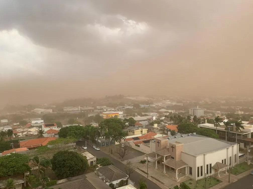 Tempestade de poeira atingiu Presidente Prudente (SP) na tarde desta sexta-feira (1º) — Foto: Cedida