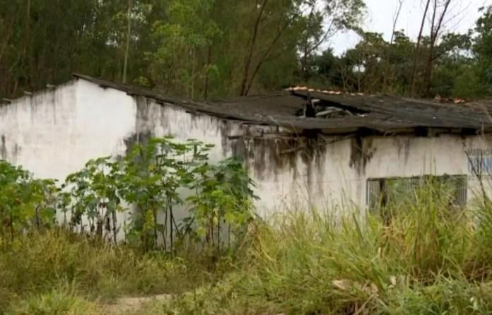 Corpo da vítima foi encontrado dentro de farinheira abandonada, no ES  — Foto: Reprodução/ TV Gazeta