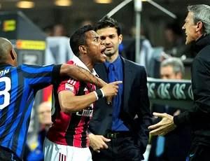 Robinho bate boca na partida do Milan contra o Inter de Milão (Foto: AFP)