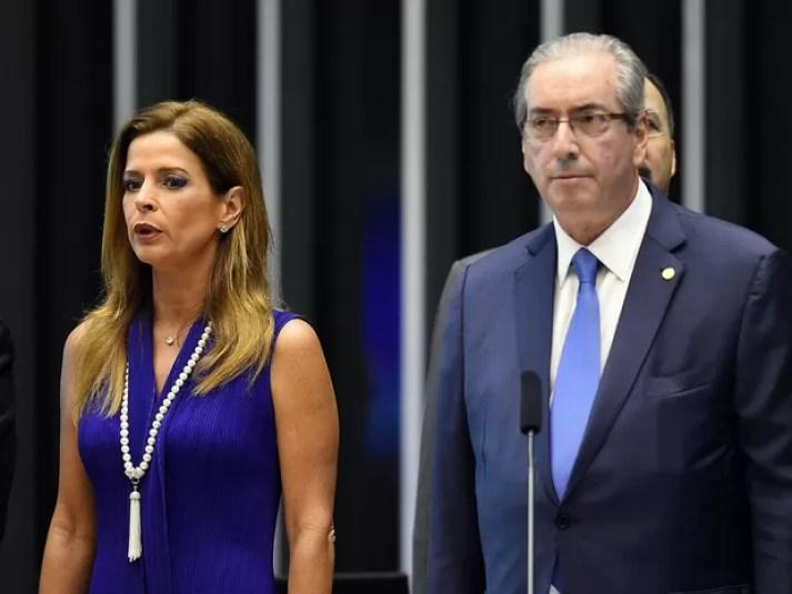 Claudia Cruz, mulher do presidente suspenso da Câmara dos Deputados Eduardo Cunha, ao lado dele durante cerimônia no congresso em novembro de 2015 (Foto: Evaristo Sá/AFP/Arquivo)