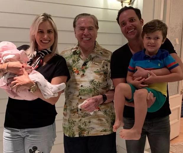 Silvio Santos com Cassiane e Andre Valadão e os filhos do casal (Foto: Reprodução Instagram)
