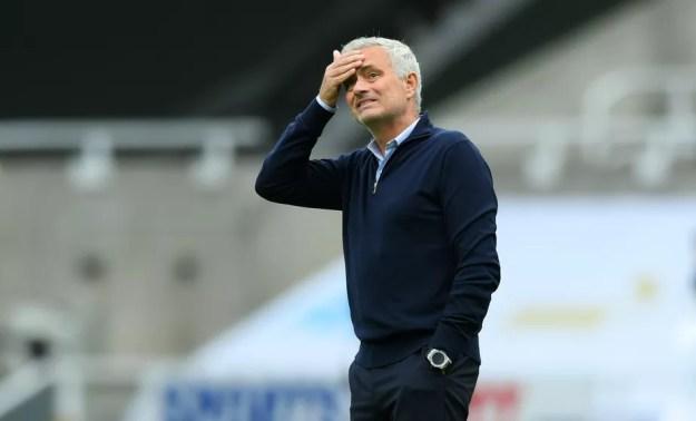José Mourinho é demitido pelo Tottenham uma semana antes de final da Copa da Liga