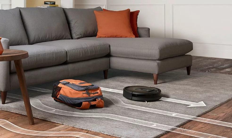 Aspirador inteligente utiliza sensores para identificar caminhos a serem limpos (Foto: Divulgação/iRobot)