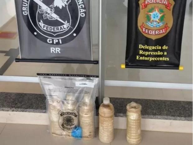 Droga estava enterrada no quintal do suspeito (Foto: Polícia Federal/Divulgação)