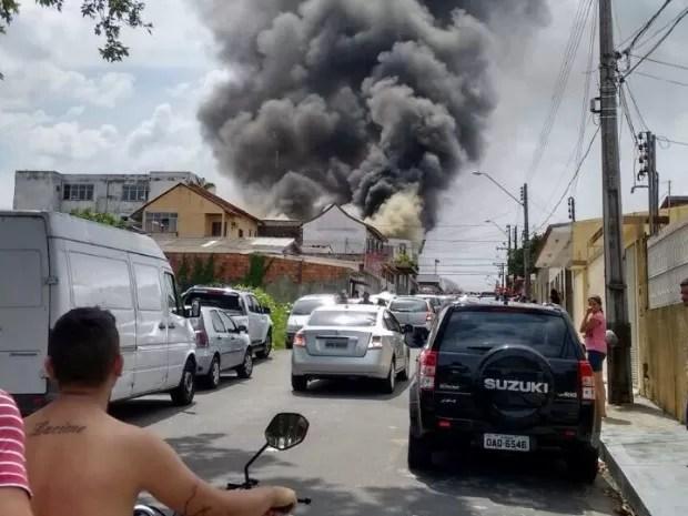 Incêndio foi de grandes proporções, dizem Bombeiros (Foto: Arquivo Pessoal)
