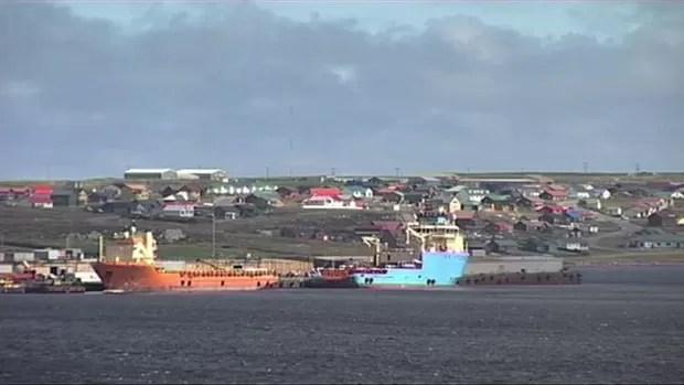As divergências entre Argentina e Grã-Bretanha por conta das Ilhas Malvinas ressurgiram publicamente esta semana quando Buenos Aires anunciou que vai processar cinco companhias petrolíferas, incluindo três britânicas, por causa de operações de perfuração em águas vizinhas ao arquipélago (Foto: BBC)