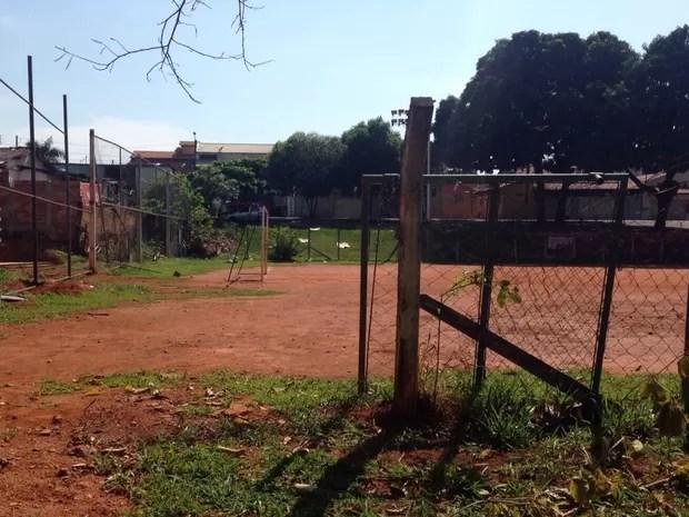 Visitantes reclamam da falta de manutenção em várias áreas do Parque Botafogo Goiás, Goiânia (Foto: Arquivo Pessoal/José Martins)