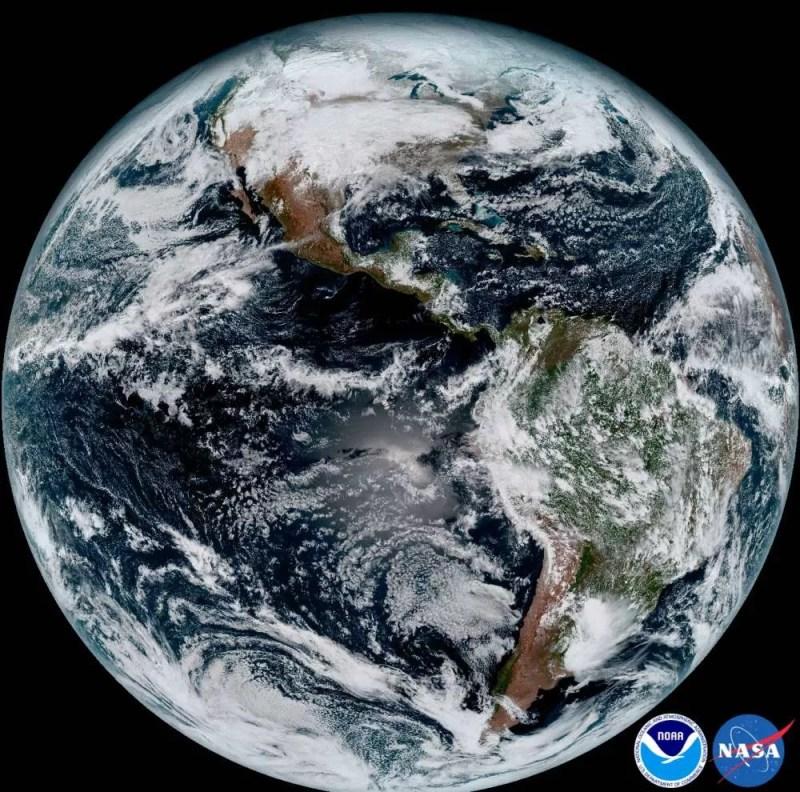 Uma visão completa da Terra (FOTO: NASA/ NOAA)